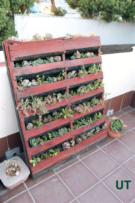 vertical pallet planter upcycle that