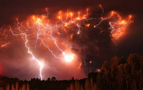 How Does A Glass Fire Pit Work - volcanoes cause mysterious lightning storms images so breathtaking they look photoshopped