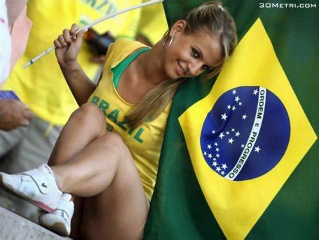 10 absurdly hot brazilian soccer fans