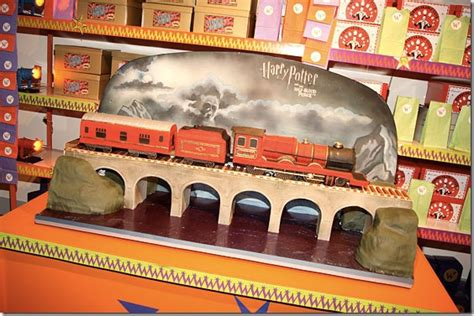 charm city cakes hogwarts express between the pages