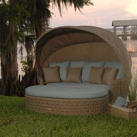 Outdoor Daybed With Canopy An Elegantly Luxurious Outdoor Daybed With Canopy Decorifusta
