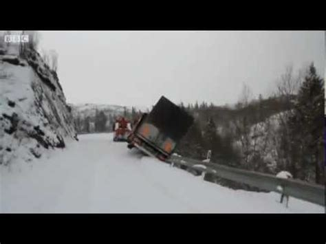 trailer  tow truck fall   cliff  autocom video blog