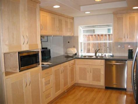 maple shaker kitchen cabinets