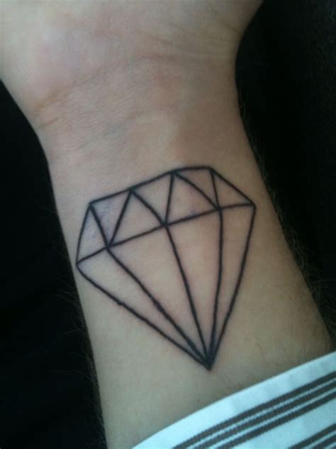 diamond tattoo on hand idea on tattoos wolves and ravens