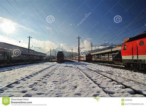 tren de invierno estaci 243 n de tren de innsbruck en invierno foto editorial