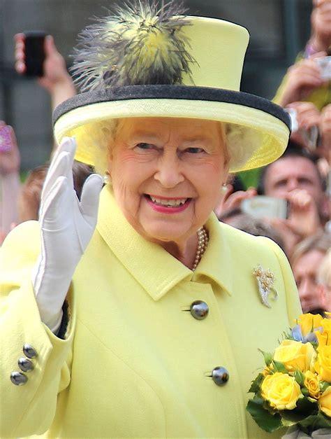 elizabeth ii queen elizabeth ii urging to restore british rule over