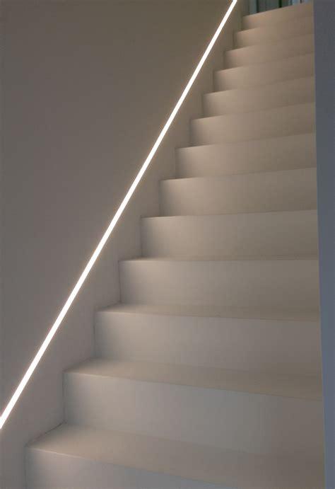 treppenstufen beleuchten led inbouwspots boven de trap veilig klassevol