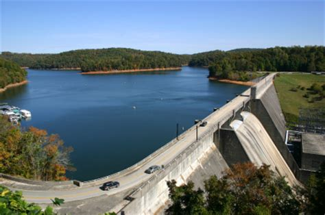 boat rentals near knoxville tn norris lake in eastern tennessee 34 000 acres of water