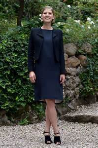 rosamund pike looks radiant as she dresses bump in navy