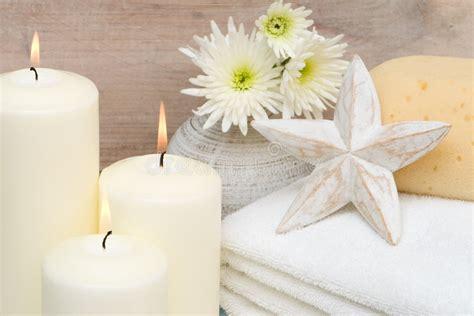 candele da bagno candele in stanza da bagno fotografia stock immagine di