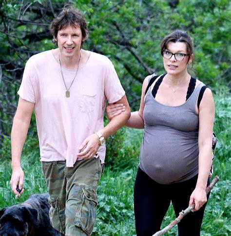 milla jovovich hawaii film milla jovovich about to give birth