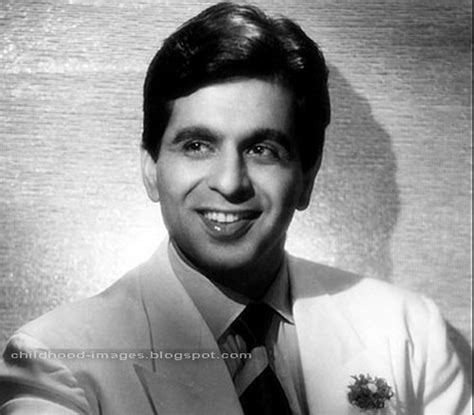 biography of dilip kumar childhood pictures dilip kumar mini biography and