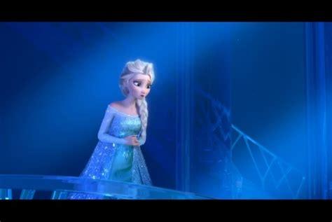 film karton elsa putri disney sering kenakan pakaian biru ini alasannya