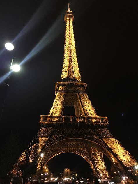 imagenes cool de la torre eiffel subir a la torre eiffel 4 travellers fielinks