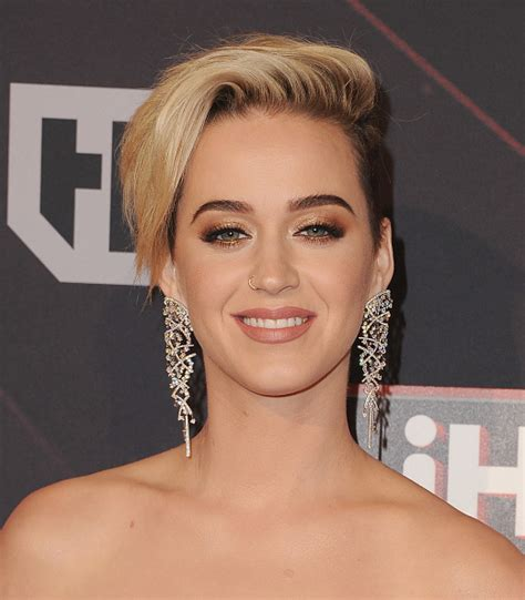 katy perry new hair cut katy perry s short haircut pop star compares makeover to