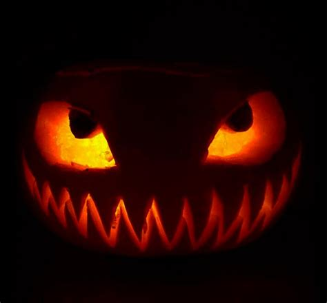 simple  scary halloween pumpkin carving ideas