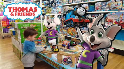toys r us si鑒e social chuck e cheese and eli goes on a hunt at toys quot r quot us