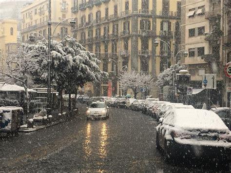 di roma napoli cade la neve su napoli il 27 febbraio 2018 imbiancate