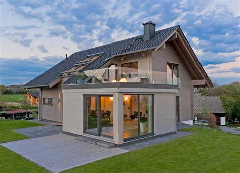 Bauhausstil Mit Satteldach by Haus Sonnblick Fullwood Zuhause3 De