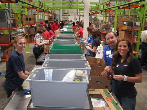 Volunteer At Food Pantry by Food Bank Volunteer Www Pixshark Images Galleries