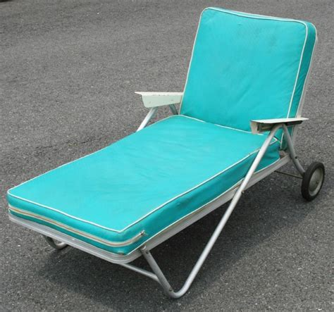 vintage aluminum chaise lounge vtg aluminum bunting lounge chair rolling chaise patio