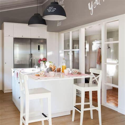 imagenes de cocinas blancas dise 241 o de una cocina con barra de desayuno