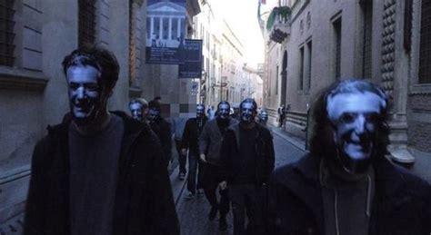 pop vicenza filiali blitz goliardico alla popolare di vicenza con la maschera