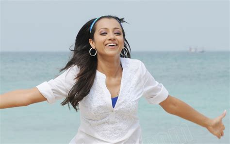 who is the actress playing on the beach in the commercial hundred lock the doors on the buick sexy tamil actress trisha playing in beach hot pics