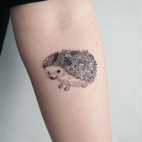 hedgehog tattoo best 25 hedgehog ideas on note 4 black