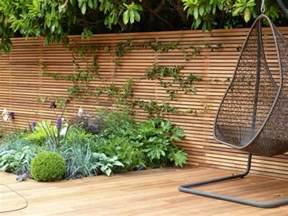 terrasse zaun sichtschutz zaun f 252 r den garten aus holz oder aus