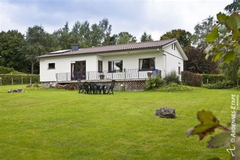 cosy cabin for 3 persons to rent in stavelot dogs