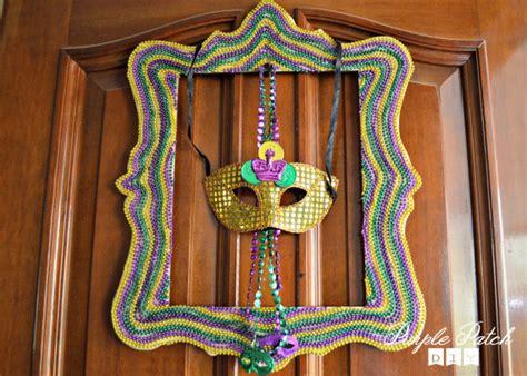 mardi gras bead crafts diy mardi gras frame purple patch diy craft website
