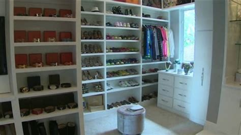 Closet World Locations by Thief Nabs 1m Dollar S Worth From World S Largest Closet