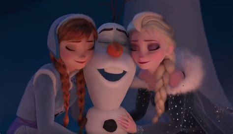 film coco dan frozen olaf s frozen adventure featurette will run at beginning