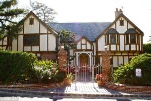 bill and house bill cosby s house pictures to pin on pinterest pinsdaddy