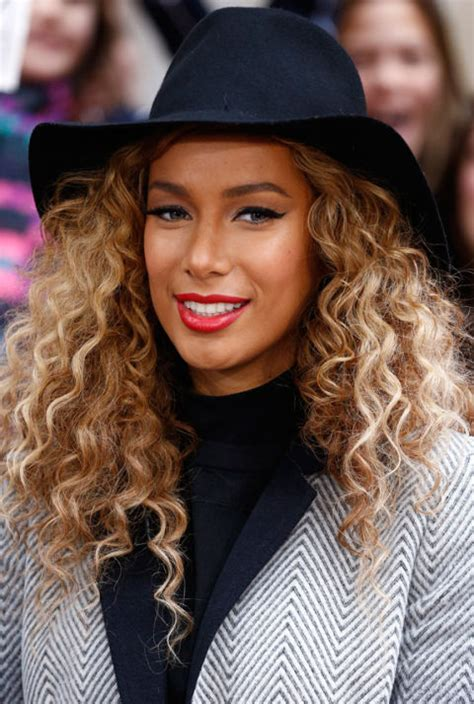 Hairstyles For Hats Curly Hair by Hat Hairstyles For Curly Hair Hair