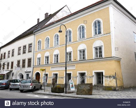 hitler born place hitlers geburtshaus hitlers birthplace stock photo