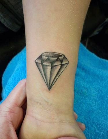 tattoo diamond black and grey 22 diamond tattoo images pictures and ideas