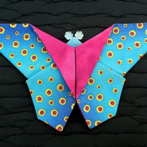 Fabric Origami Tutorial - origami fabric butterfly brooches tutorial pattern by la
