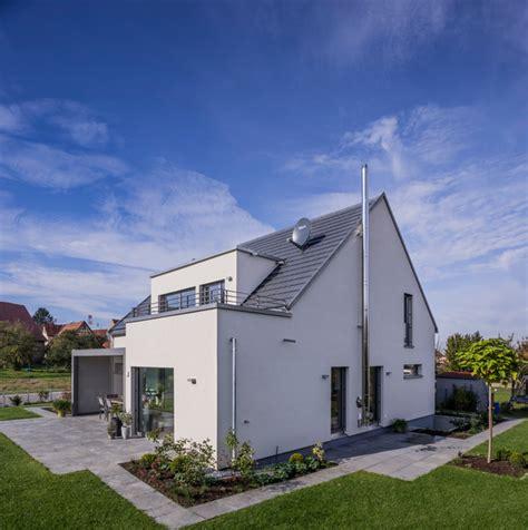 satteldach haus mit gaube und dachterrasse modern - Haus Mit Gaube