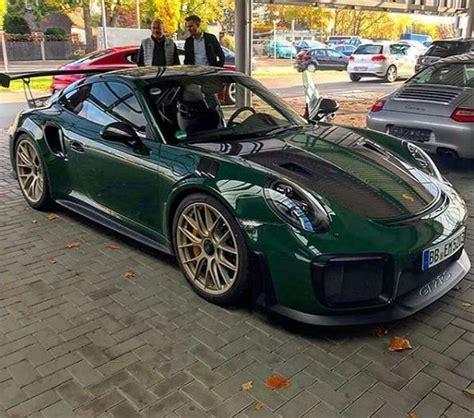 racing green porsche 911 gt2 rs 2018 sử dụng sắc xanh l 225 đậm c 249 ng g 243 i