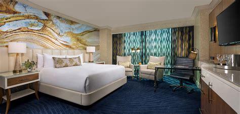 Mandalay Bay Rooms by Mandalay Bay S Remodeled Hotel Rooms Give A Vibe