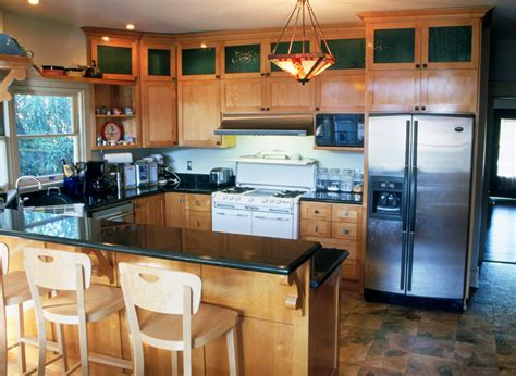 Kitchen Decorating Ideas Above Cabinets by Maple Kitchen With Peninsula Bar Ideal Cabinets Inc