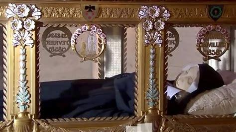 nevers corpo incorrupto de santa bernadette youtube