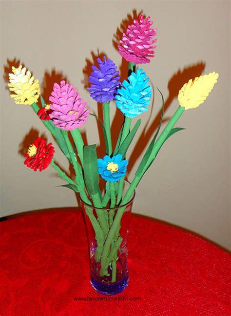 fiori con cartoncino fiori da realizzare con pigne bastoncini di legno