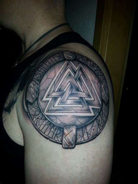 valknut tattoo valknut pendant related keywords valknut pendant
