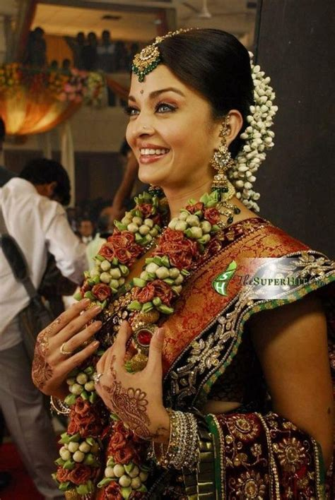 """Aishwarya in """"Robot"""" 2010 { Love the border of that saree"""