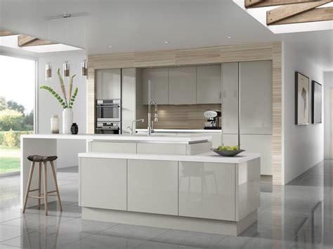 Charmant Cuisines Blanches Et Grises #2: 1couleur-cuisine-armoires-fa%C3%A7ade-bois-clair-%C3%AElot-gris-clair.jpg