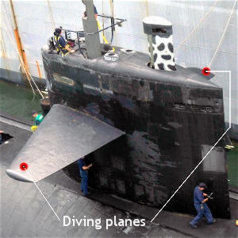how do boat navigation lights work how do submarines work explain that stuff
