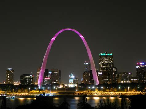 st louis valentines day gateway arch the arch is lit pink during the month of